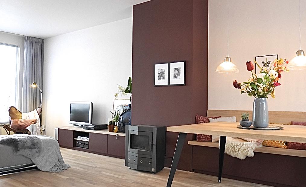 De haard verbinden met meubels en kleur betekent meer rust in de ruimte