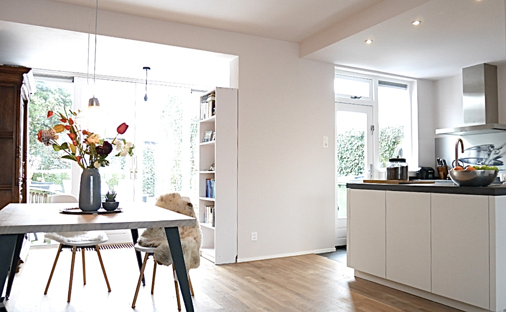 Binnenkijker- interieuradvies bij Henk & Anne in Nijmegen - standaard kast om de hoek heen gebouwd