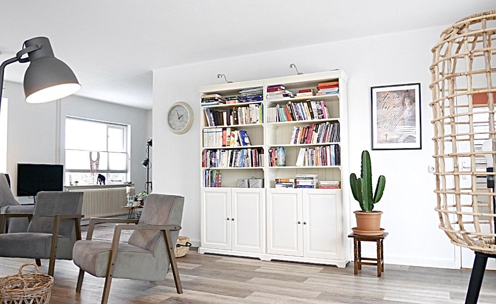 Interieuradvies Elburg - een fijne leesplek, bestaande kasten hergebruiken en ze met elkaar verbinden.